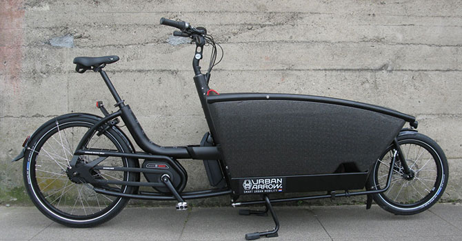 Urban-Arrow-Family-electric-bike---black-2